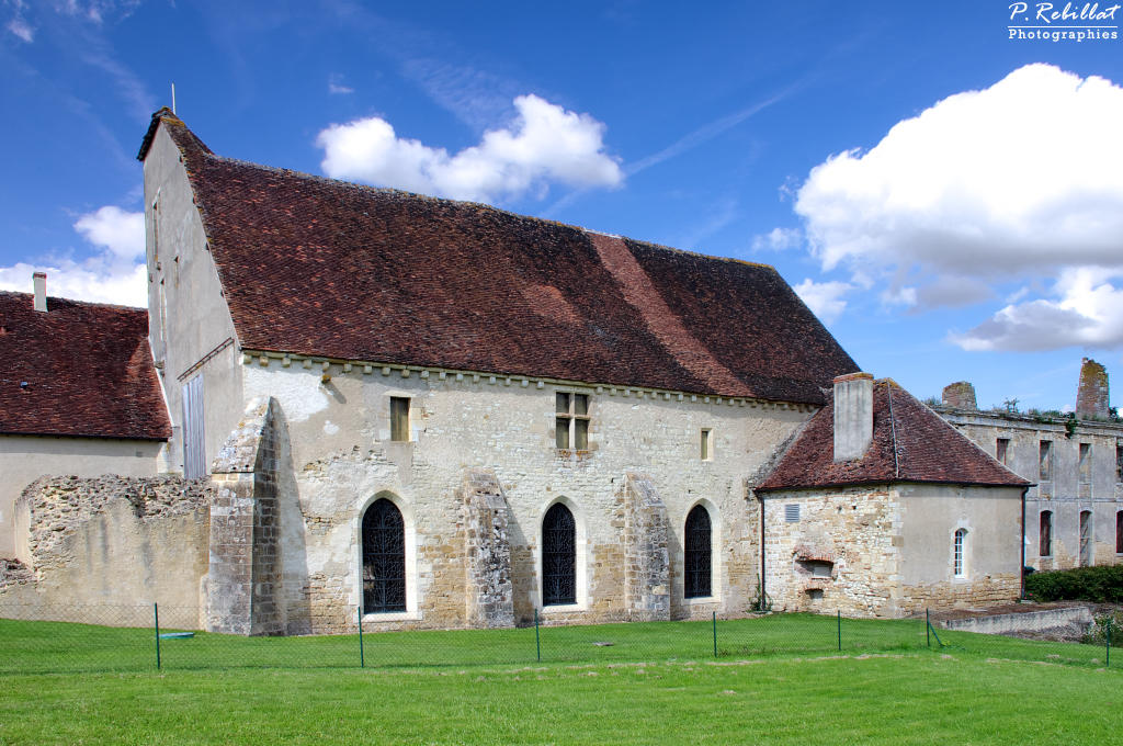 Fontmorigny Abbey, French Heritage monument to Menetou couture.