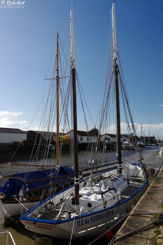 bateau de service dit Martroger III à Noirmoutier en l ile.
