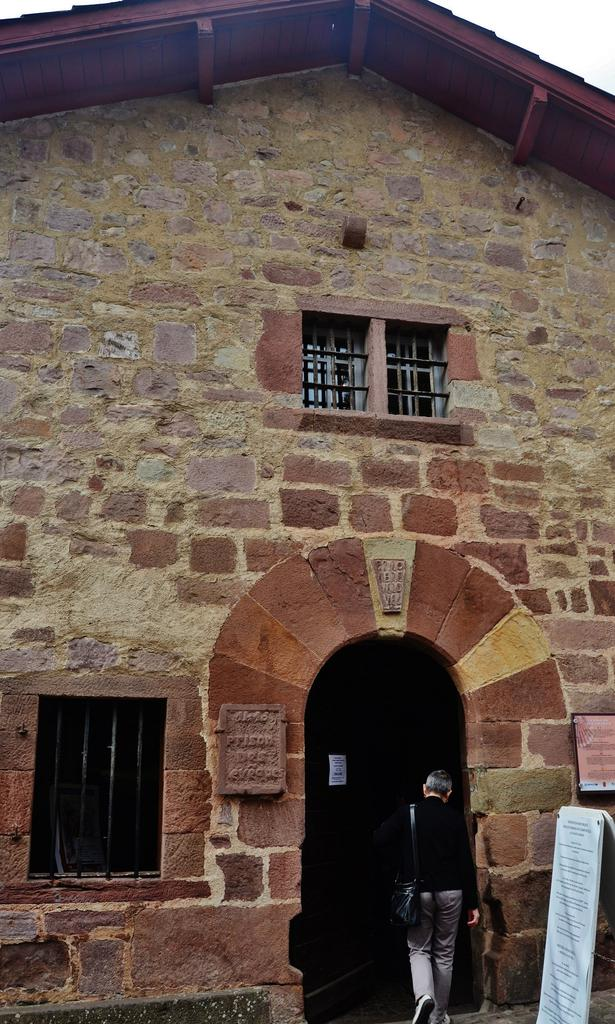 Unidentified building, then prison, currently the Museum, called Prison of Bishops, French Heritage monument to St jean pied de port.