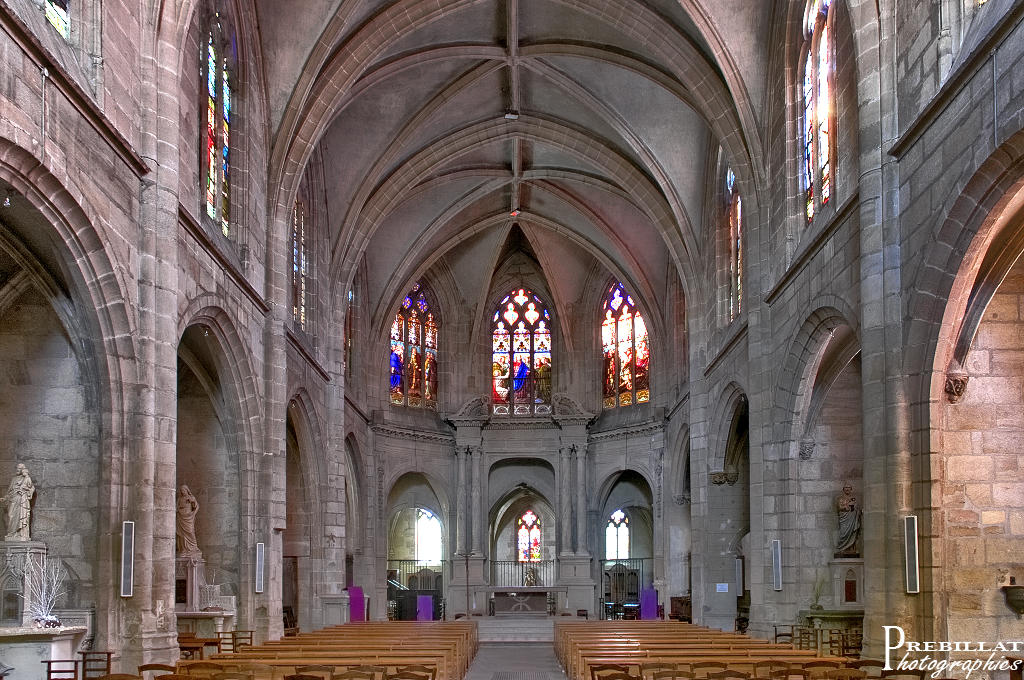 Eglise Saint-Pierre à Moulins.