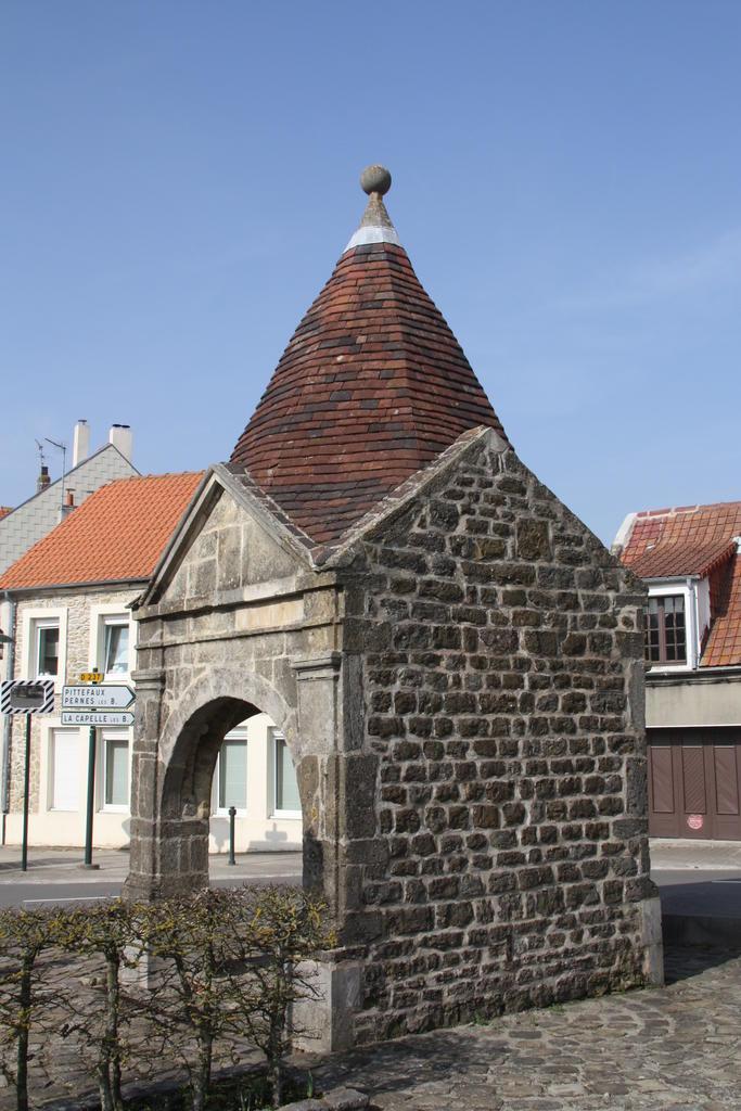 Ancienne fontaine de Wimille à Wimille.