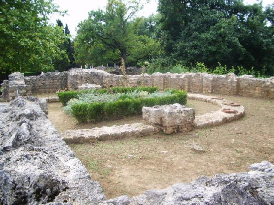 Gallo-Roman Villa (ruins), French Heritage monument to Montmaurin.
