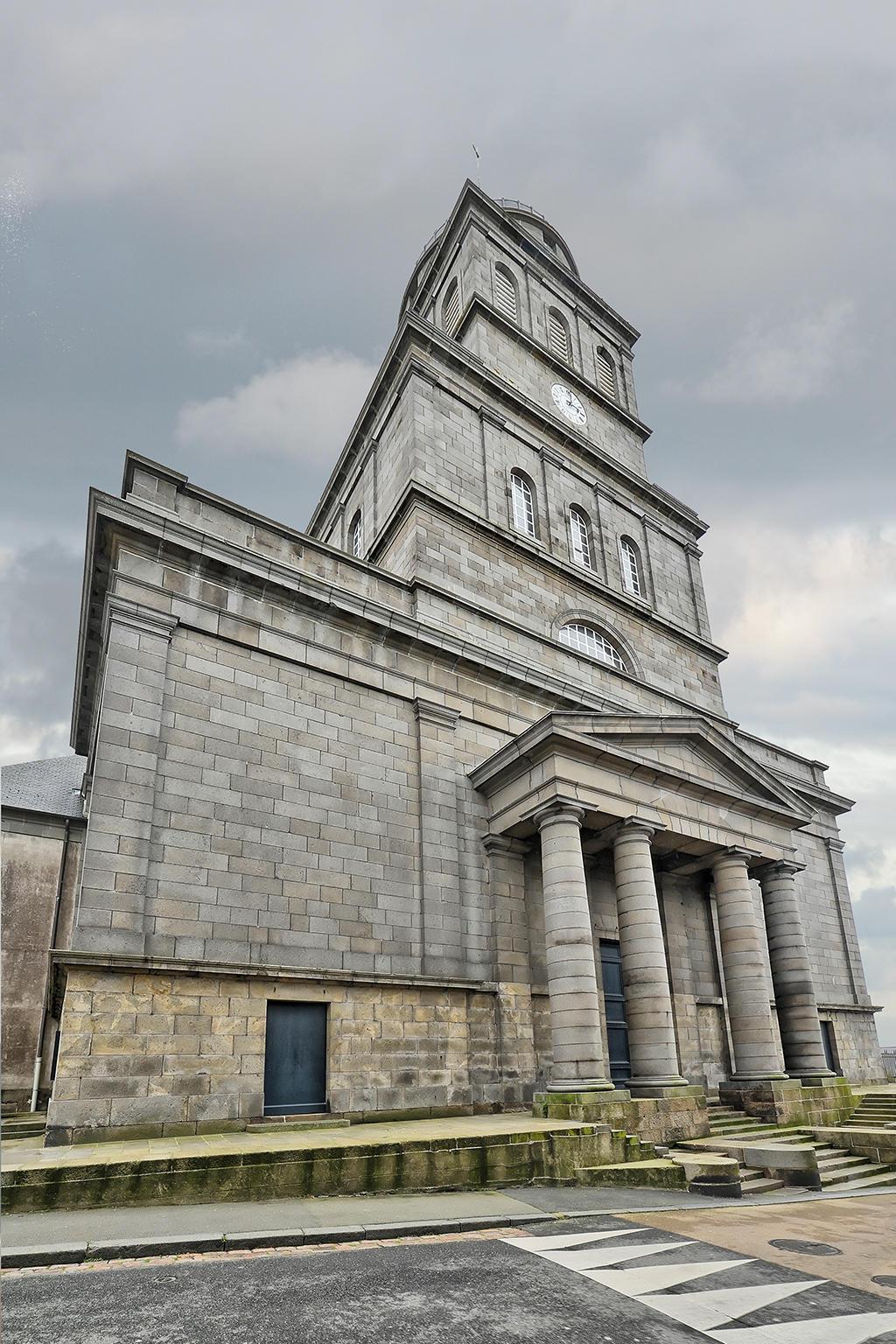 Eglise Sainte-Croix par gerardgg