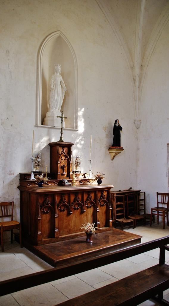 Eglise à Ste colombe des bois.