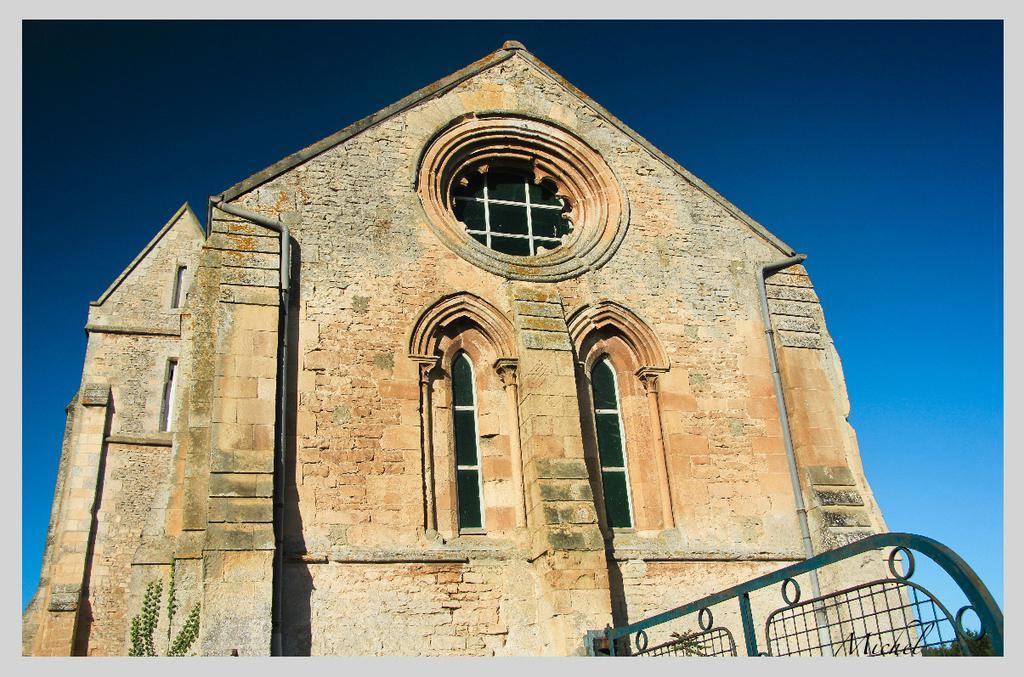 Eglise Notre-Dame du Quesnay à Estrees la campagne.