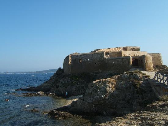 Batterie du Pradeau, dite aussi la Tour Fondue à Hyeres.