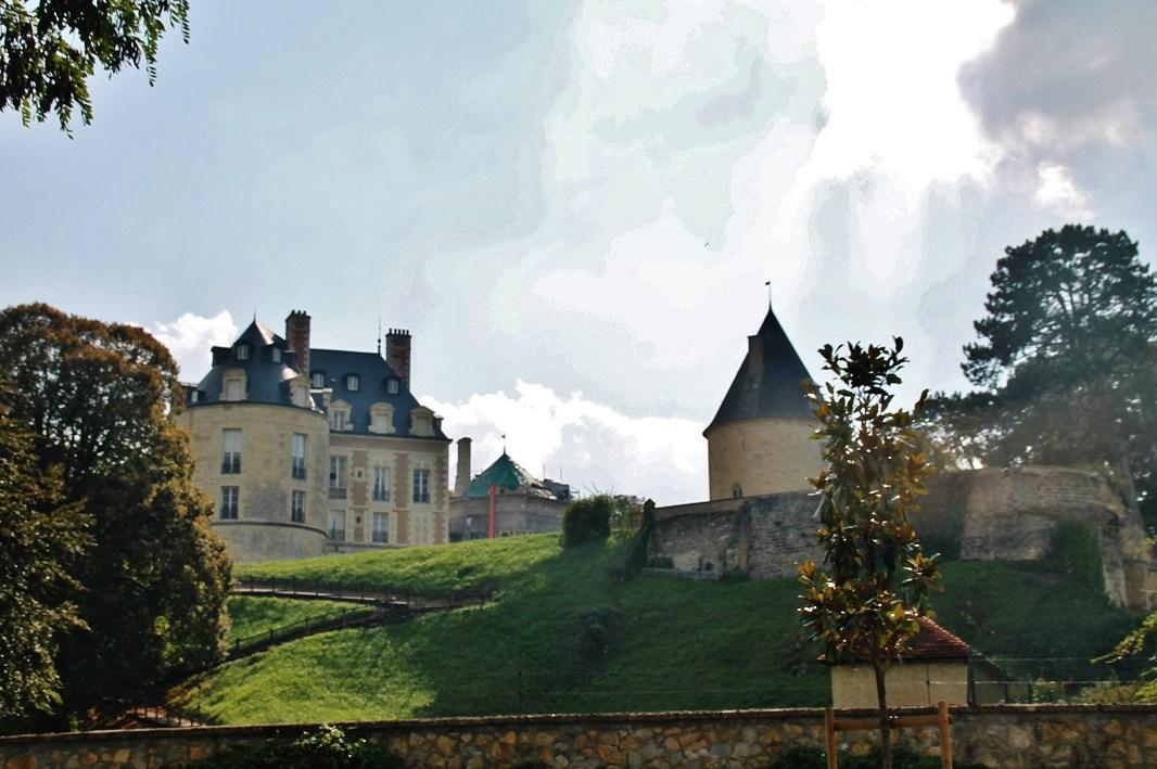 Castle to Apremont-sur-Allier.