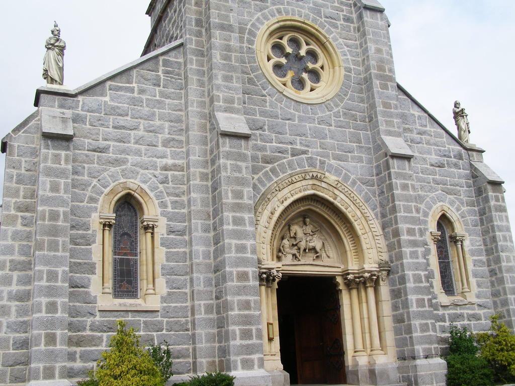 Eglise paroissiale Saint-Martin à Bussy albieux.