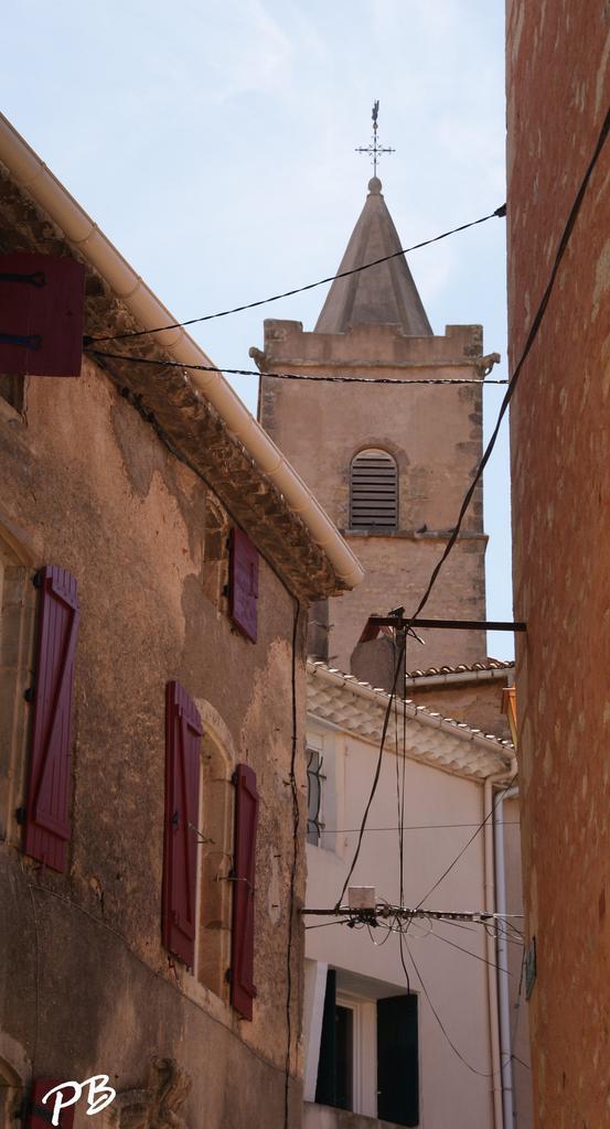 Eglise à Quarante.