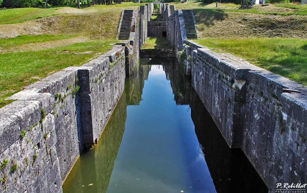 Scale of so-called locks locks of Rogny, French Heritage monument to Rogny les sept ecluses.
