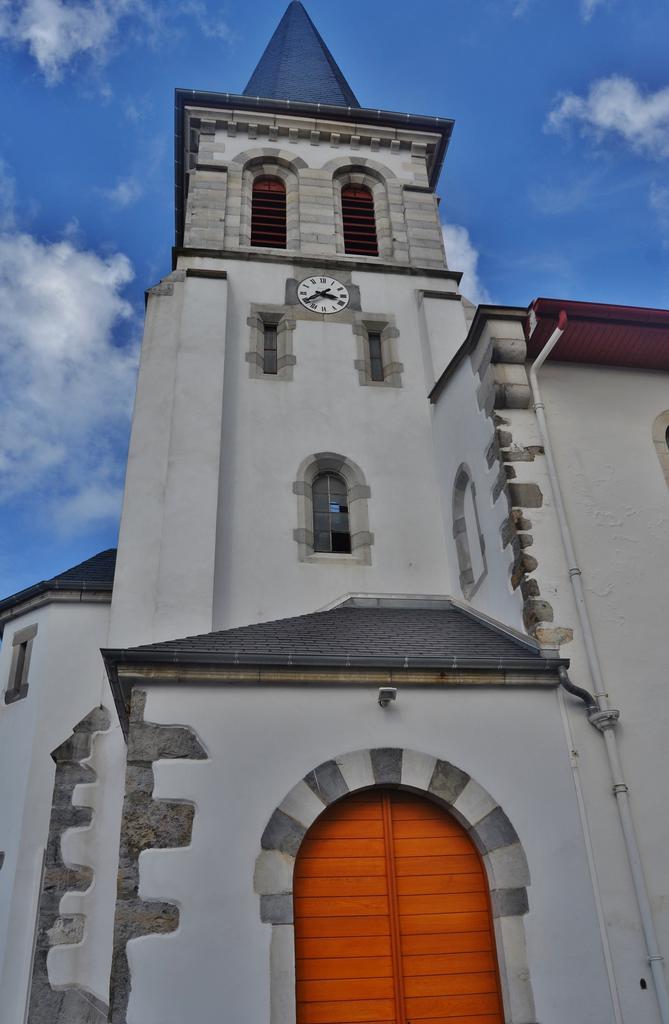 Parish Church Saint-Julien-de-Lescar, French Heritage monument to Beyrie sur joyeuse.