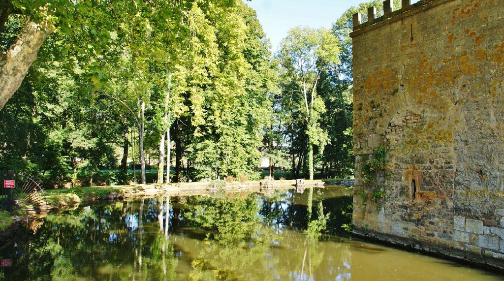 Castle, French Heritage monument to Vault de lugny.