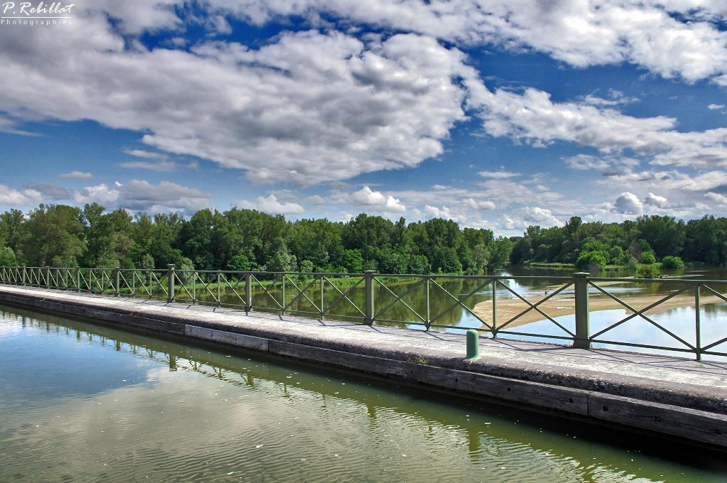 pont canal du Guétin (canal latéral à la Loire) à Cuffy.