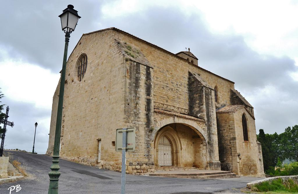 Church, French Heritage monument to Fontes.