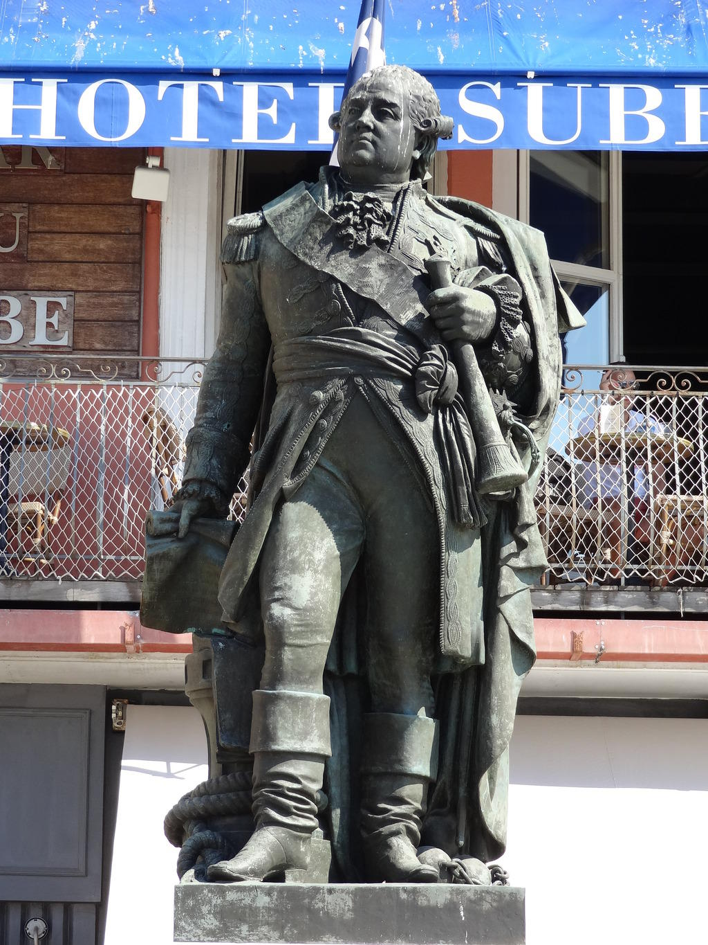 Says monument statue of the bailli de Suffren, French Heritage monument to St tropez.