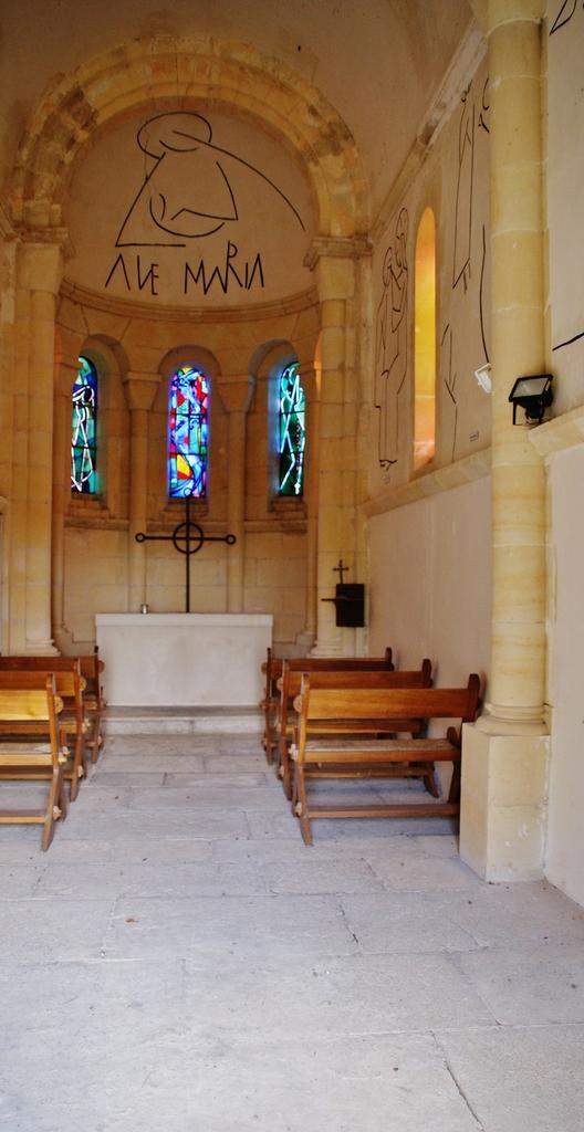 Chapel Notre-dame-de-lourdes-de-tête-ronde to Menou.