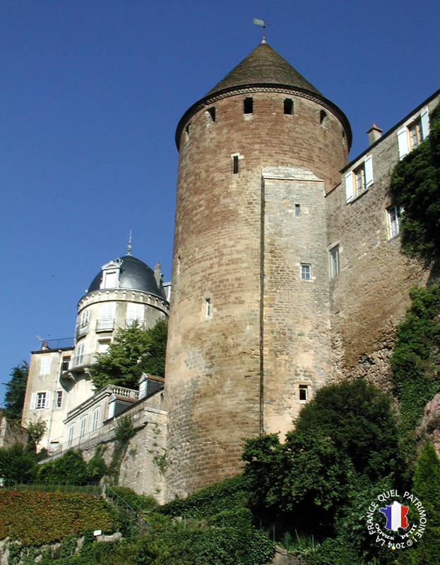 Château à Semur en auxois.