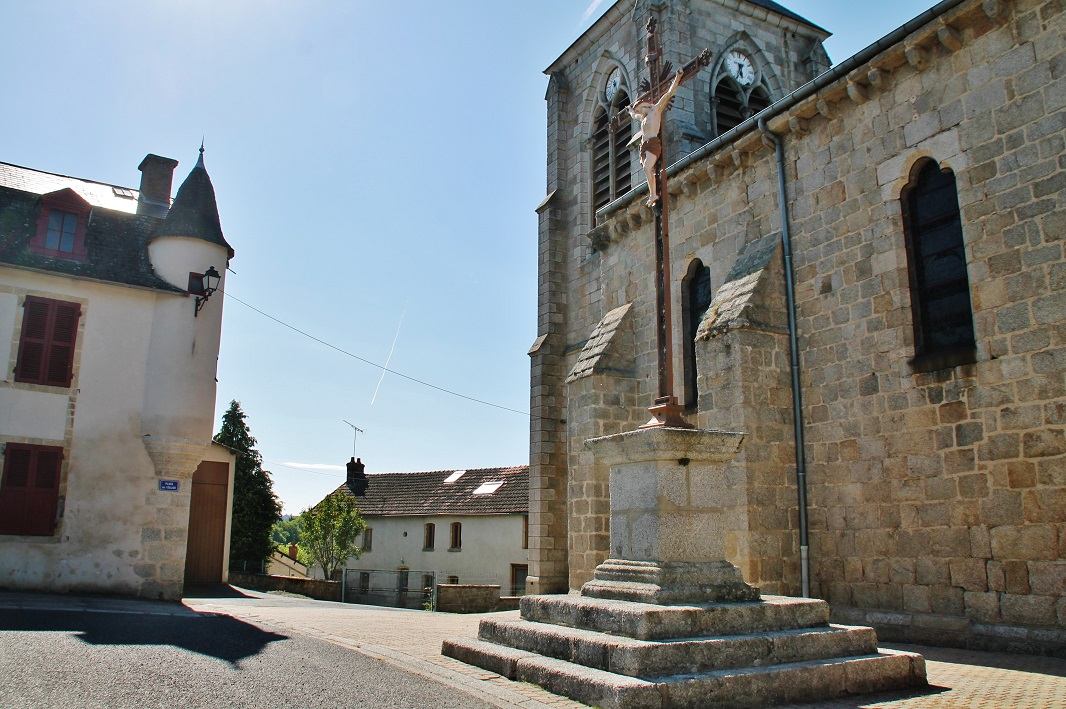 Church Saint-Mamert, French Heritage monument to Montel de gelat.