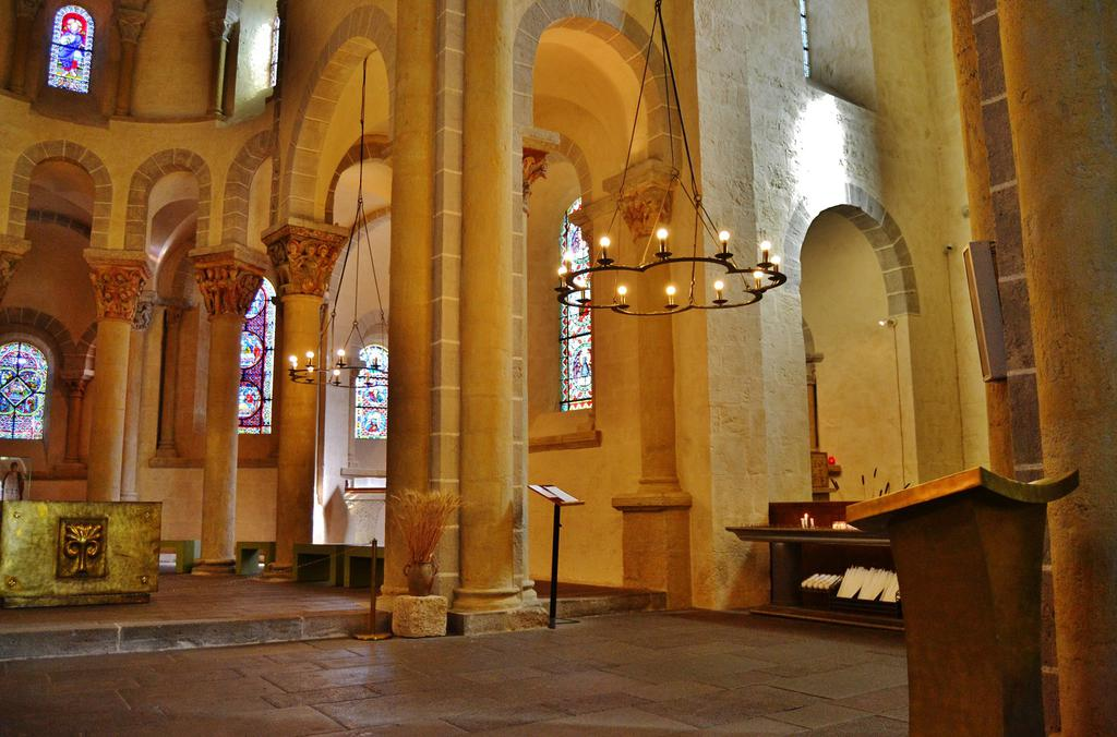 Church Saint-NECTAIRE, French Heritage monument to St nectaire.