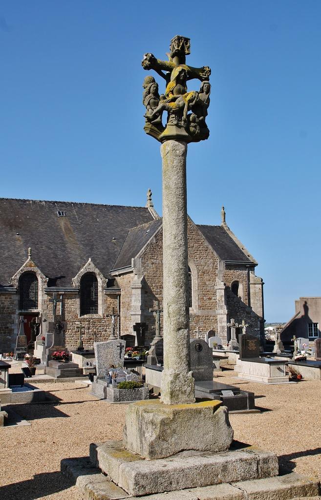 Croix Monumentales, Calvaires à Plougoulm.